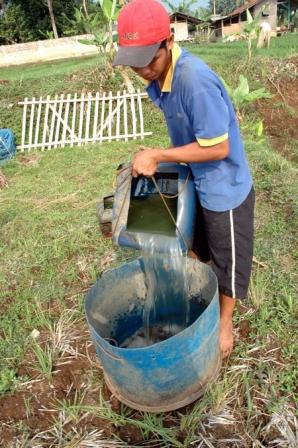 menyiapkan air