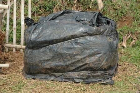 Penutup kompos plastik mulsa