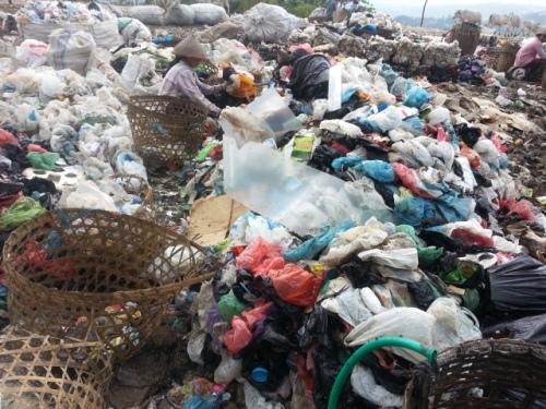 sampah plastik tpa