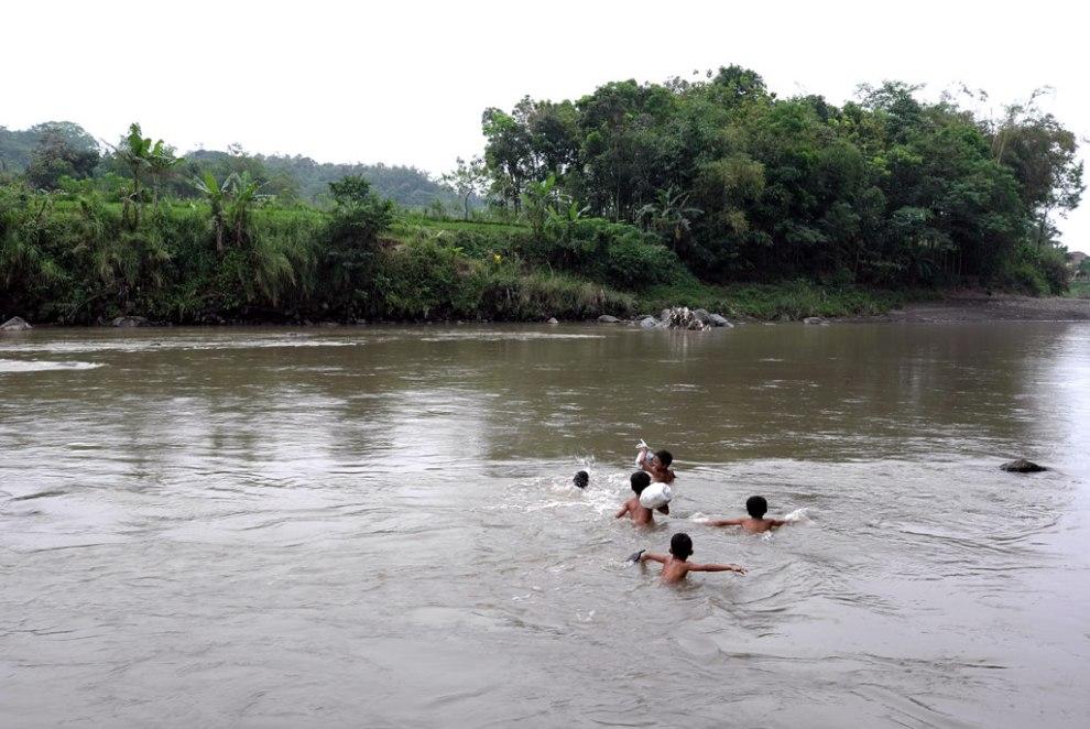 Menyeberangi Kali Progo