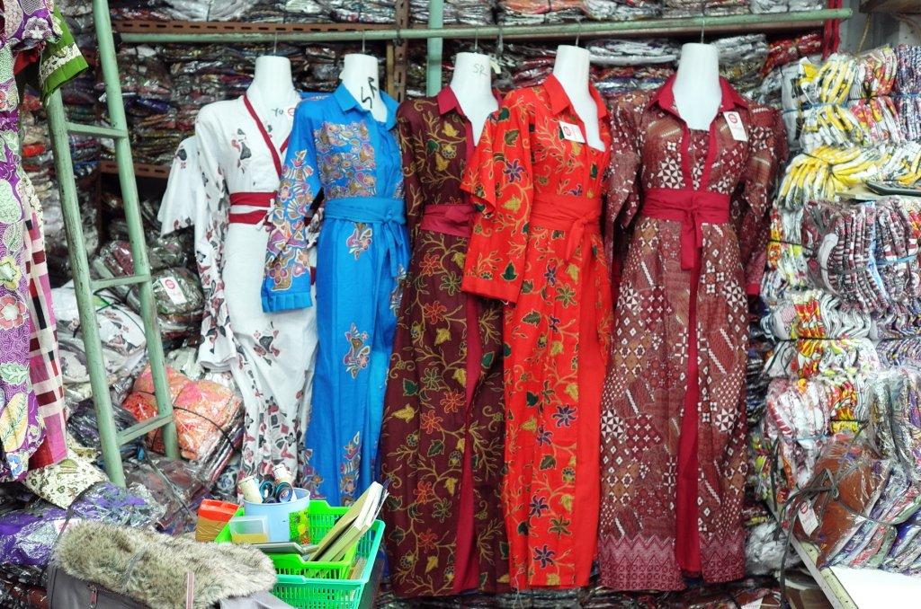 Suasana Perdagangan Batik di Pasar Klewer Solo | Berbagi Tak Pernah Rugi