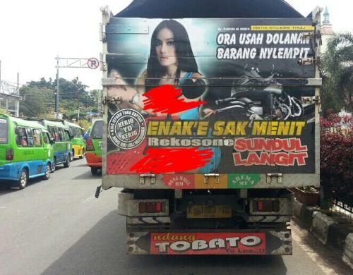 Bak belakang truk lucu