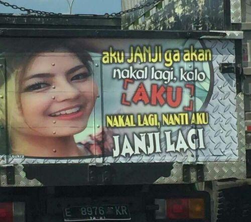 Status lucu di bak truk