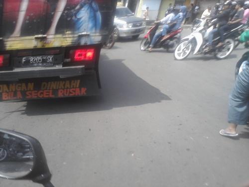 a lucu di bak truk
