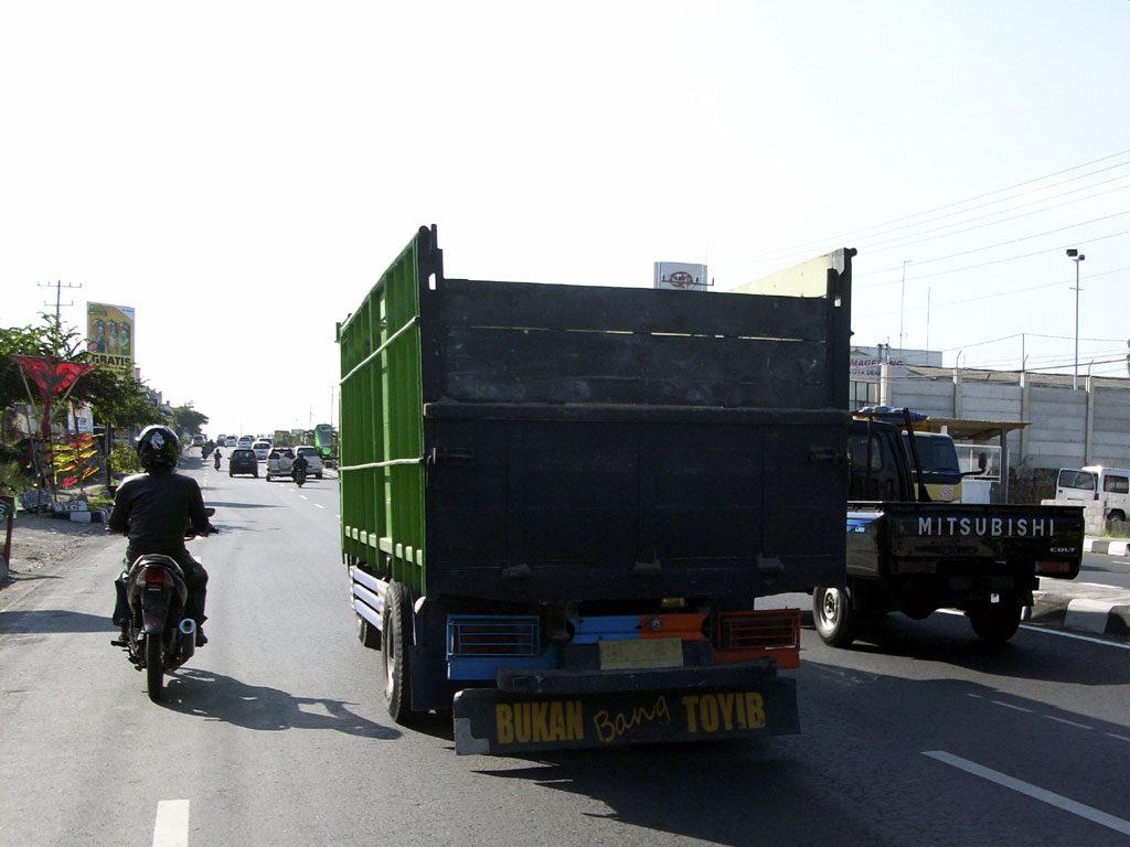 Status Status Galau Di Bak Belakang Mobil Truk Berbagi Tak