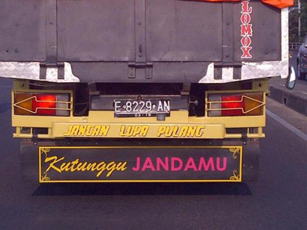 status tulisan lucu di bak belakang truk