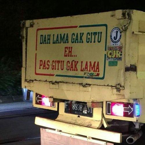 Tulisan lucu di bak truk