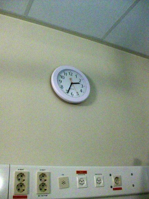Pukul setengah tiga pagi, mulai ada tanda-tanda mau melahirkan.