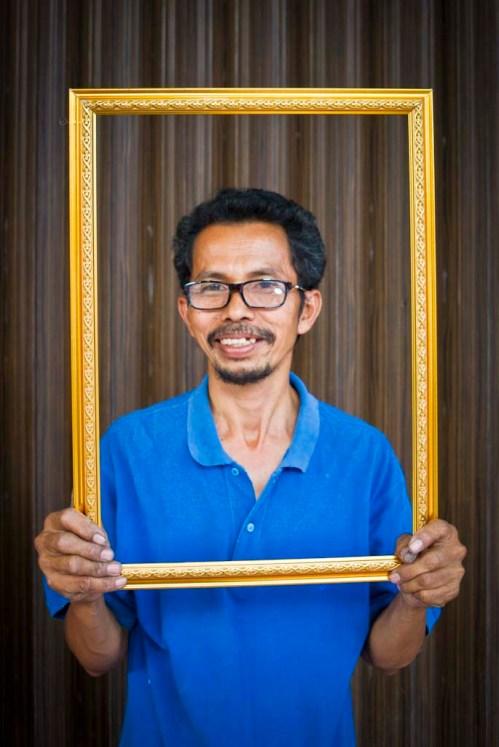 Pak Teguh, penjual pigura di pecinan Magelang