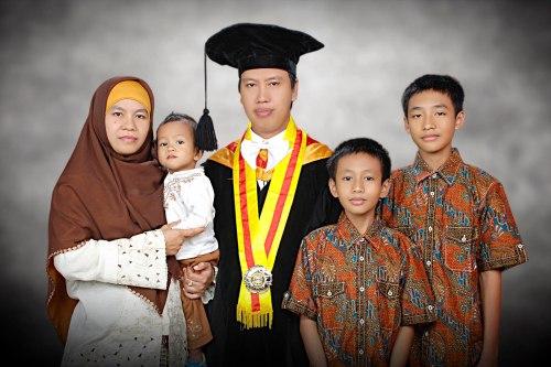 Wisuda S3, Sekolah Pascasarjana UGM, Yogyakarta. Kamis, 24 Oktober 2013
