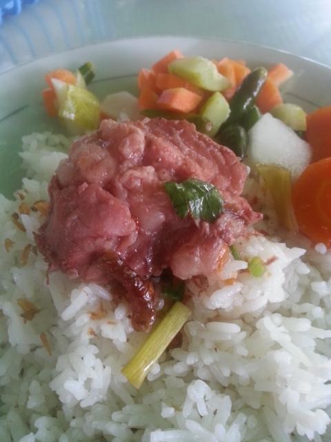 Kuliner Sop Buntut Ma' Emun Bogor.