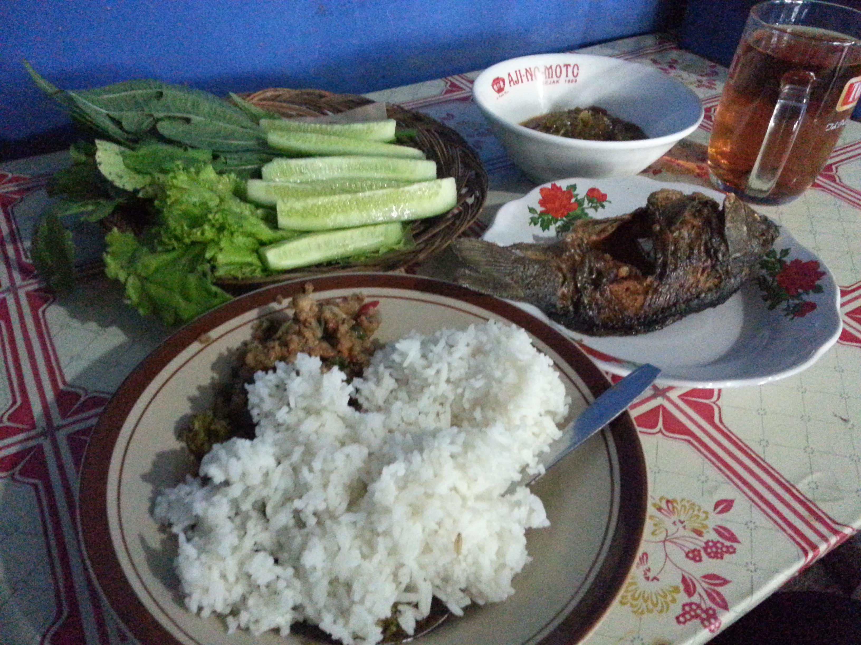 Makan Di Warung Sederhana Jl Dadali Berbagi Tak Pernah Rugi