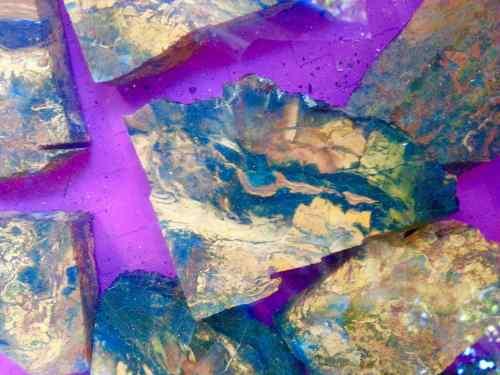 batu pancawarna maluku