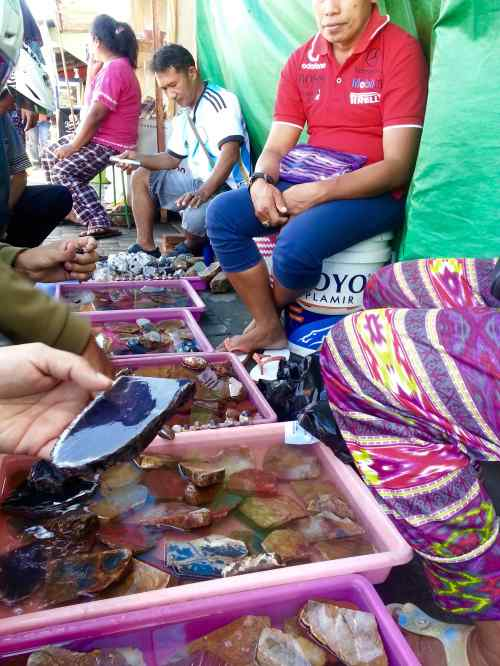 batu lavender pasar gamalama ternate