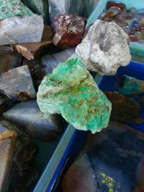 batu giok hijau muda haltim maluku