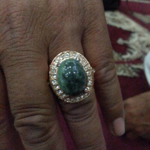 batu giok hijau haltim