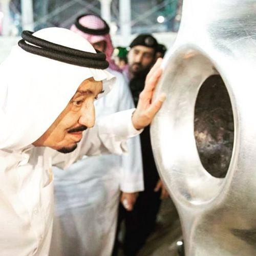 Mencium Hajar aswad kakbah mekkah