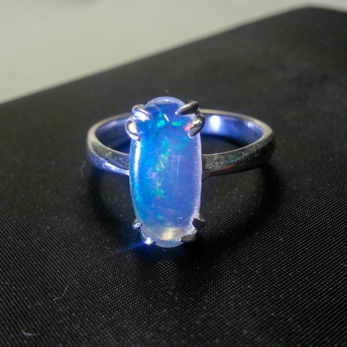 Opal Kalimaya kristal solid play colour.