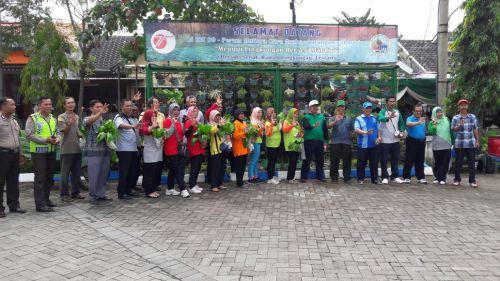 Kegiatan pembinaan pengelolaan sampah warga di Perum MCG, Larangan Sidoarjo.